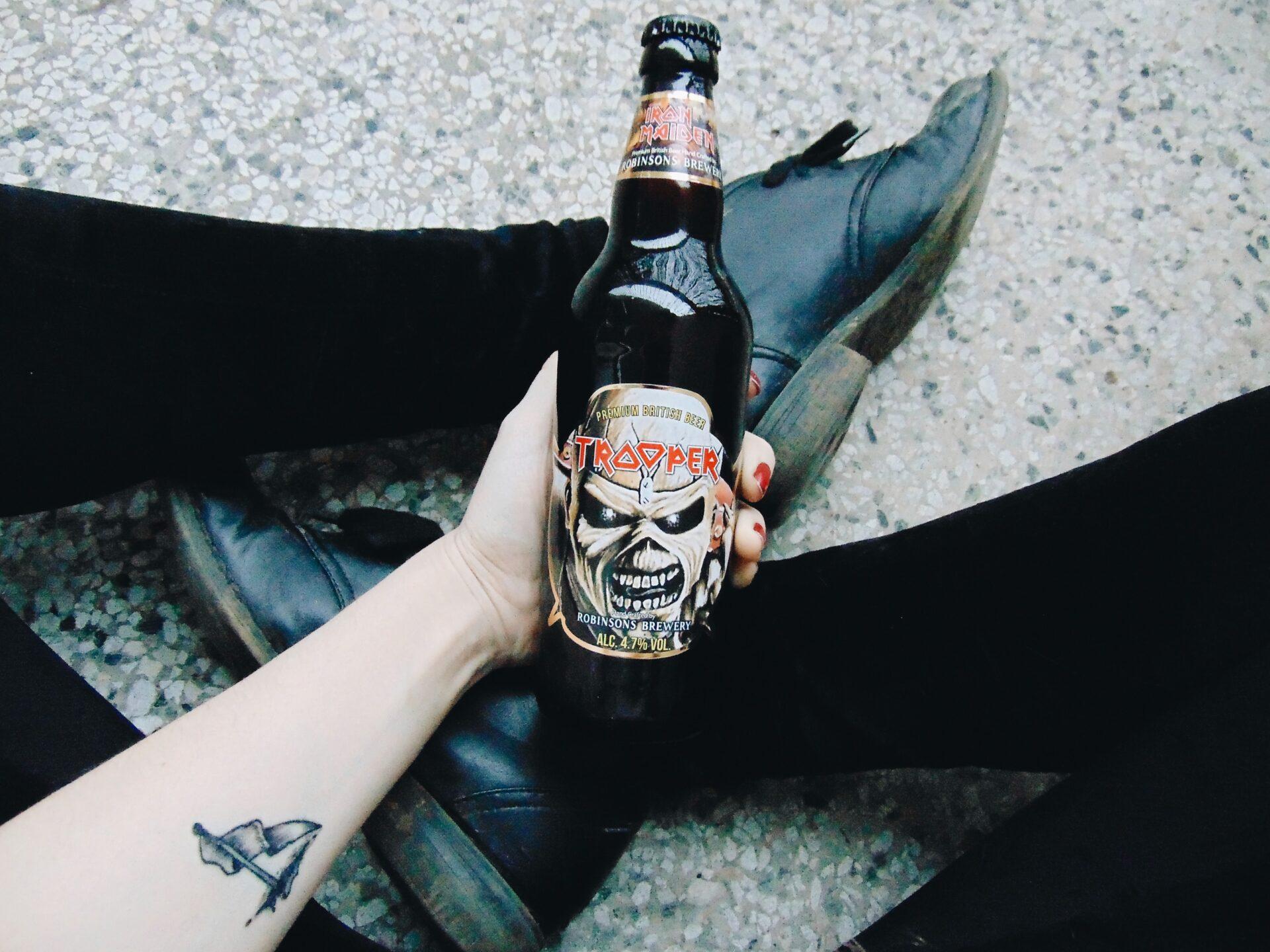 pivo trooper iron maiden a tetování