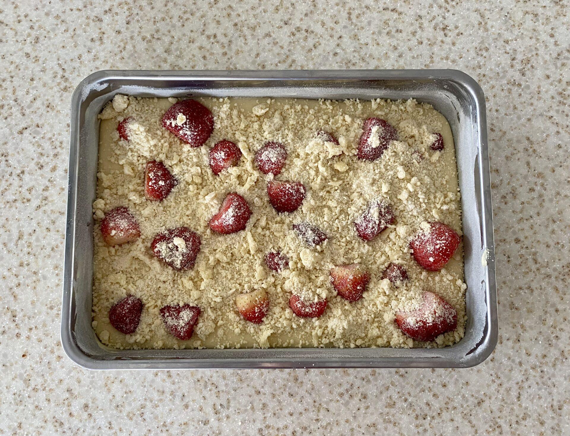 Jahodový koláč před pečením