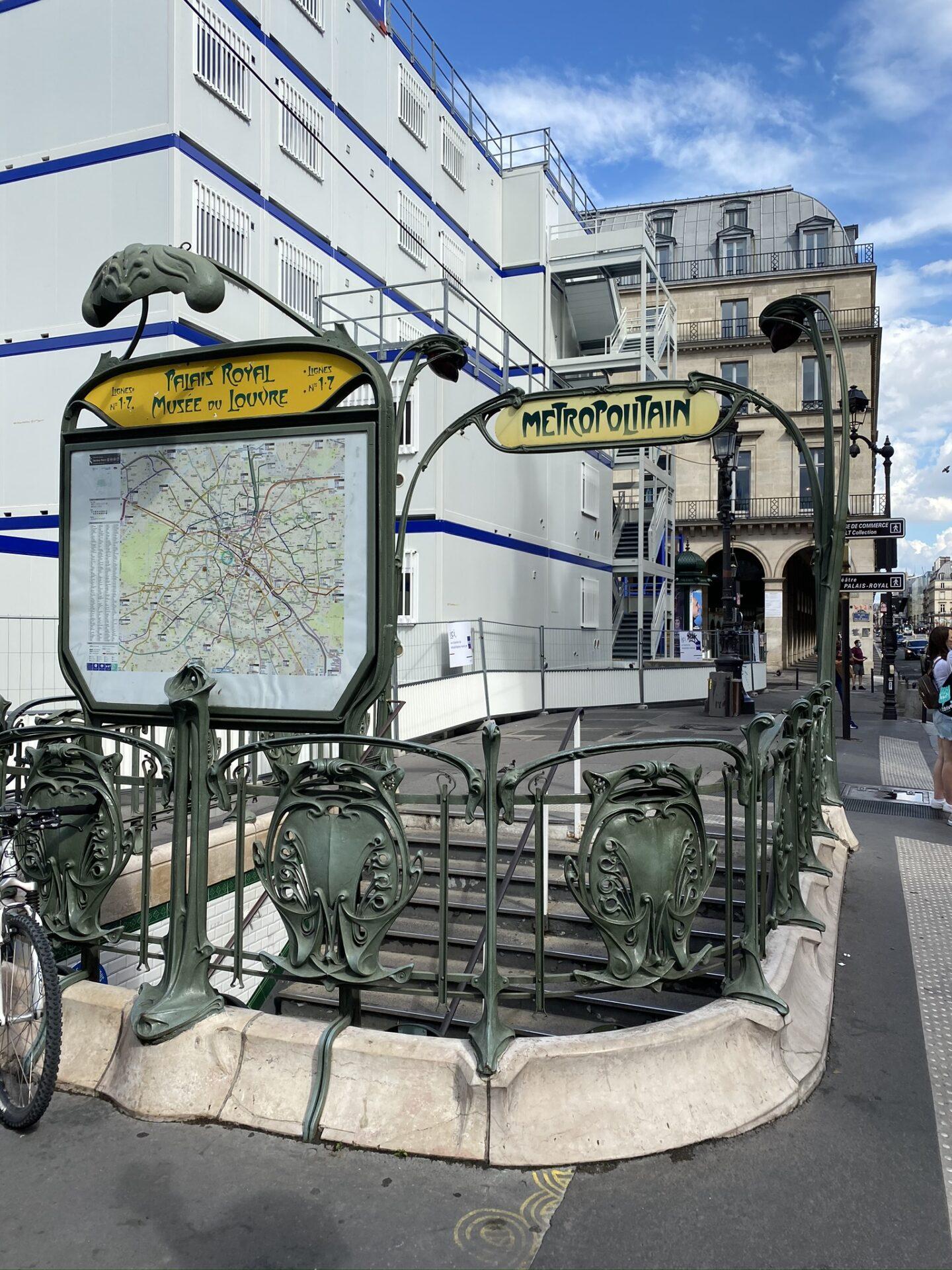 Paříž - vstup do metra